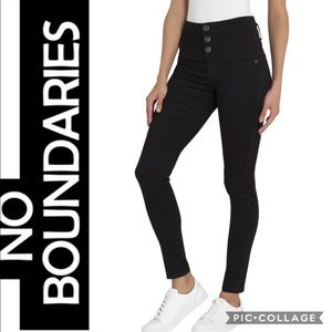 💸🆕NWOT No Boundaries Skinny Crop💸